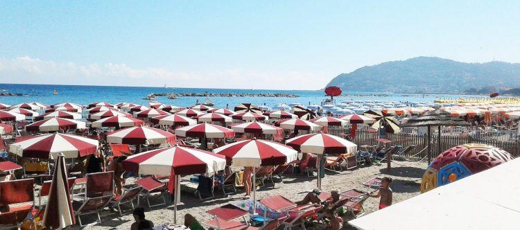 spiaggia san bartolomeo al mare imperia