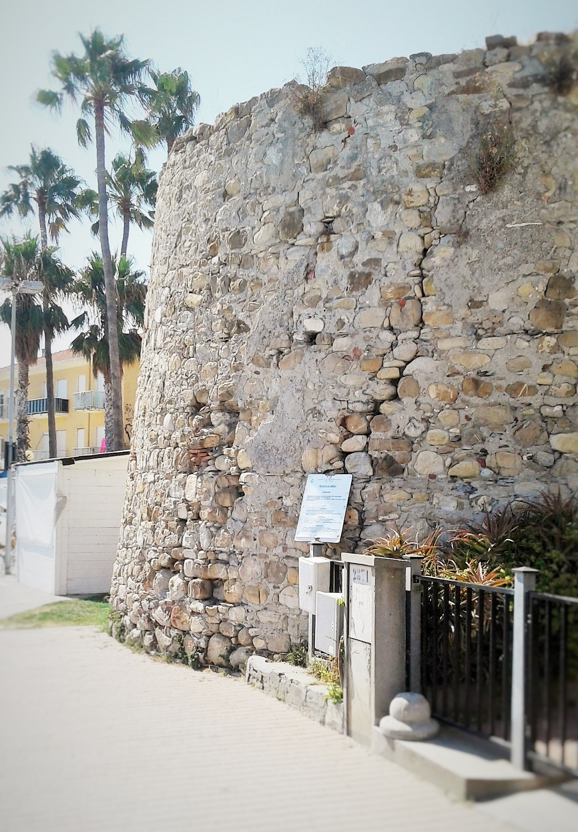 torre di santa maria san bartolomeo al mare imperia